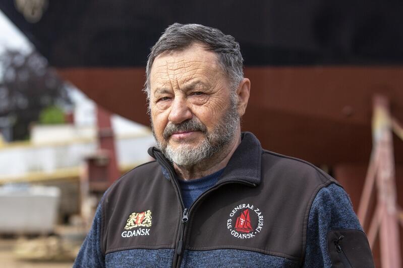 Jerzy Jaszczuk - jeden z kapitanów żaglowca Generał Zaruski , prezes Stowarzyszenia Edukacja pod Żaglami, współorganizator Szkół pod żaglami na  Generale  , a wcześniej na  Pogorii