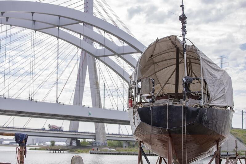 Remont jachtu Nasz Dom  trwa od stycznia 2021 roku, kiedy to jednostka zawitała do Stoczni Rybackiej SPAWMET na Przeróbce