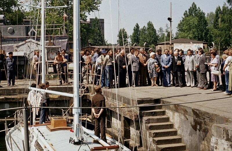 03.06.1978. Gdynia Stocznia Marynarki Wojennej na Oksywiu. Podniesienie bandery na Naszym Domu
