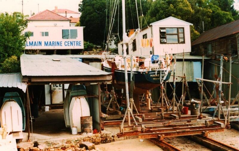 Grudzień 1981. Malowanie jachtu na slipie w Balmain (dzielnica Sydney)
