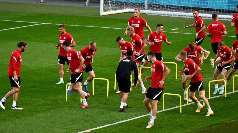 Piłkarze podczas treningu na Polsat Plus Arenie Gdańsk