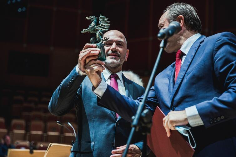 Robert Kwiatkowski, to charyzmatyczny muzyk, wirtuoz skrzypiec i koncertmistrz Polskie Filharmonii Bałtyckiej w Gdańsku