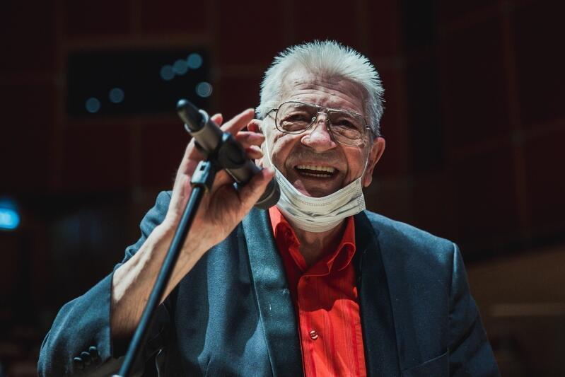 Przemek Dyakowski, 86-letni saksofonista, symbol i instytucja trójmiejskiej sceny jazzowej, człowiek emanujący otwartością i pogodą ducha otrzymał Wielką Pomorską Nagrodę Artystyczną