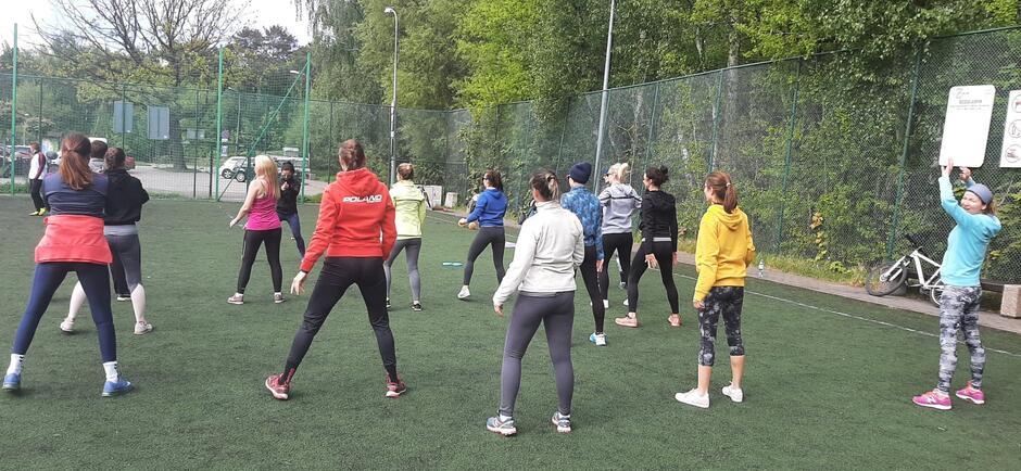 Ćwiczyć można wszędzie. Radni Brętowa zachęcają do udziału w treningach fitness przy ul. Leśna Góra