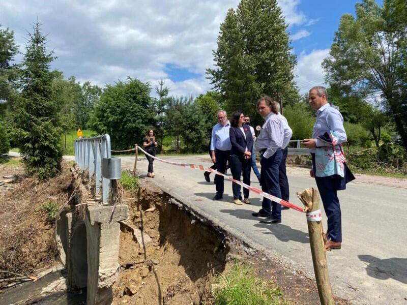 Odwiedziny samorządowców z Trójmiasta w zniszczonych powodzią podkarpackich gminach w 2020 roku