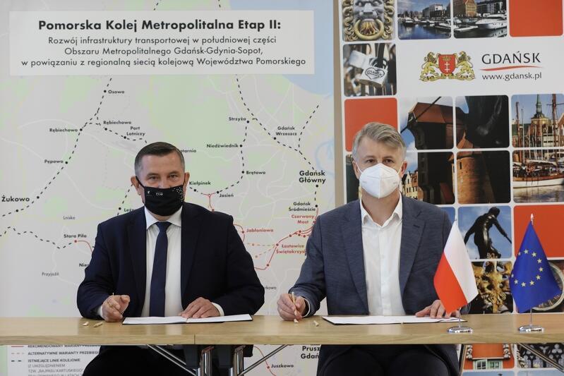 Nz. od lewej: Grzegorz Mocarski, prezes PKM SA i Grzegorz Placek, dyrektor zarządzający TPF Sp. z o.o