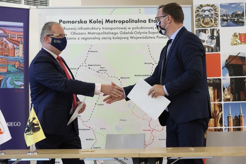 Nz. Jakub Pietruszewski - dyrektor Pomorskiego Biura Planowania Regionalnego i Tomasz Woźniczka, wiceprezes zarządu spółki PBS