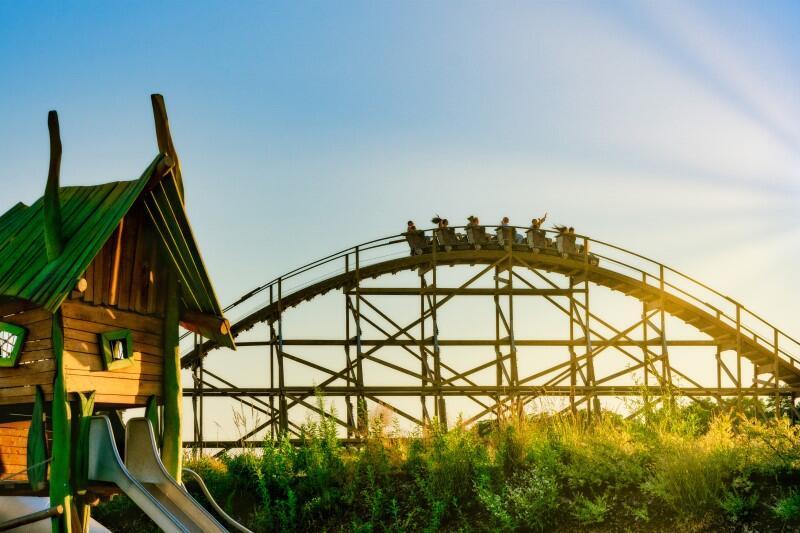 Jedną z atrakcji parków rozrywki realizowanych przez firmę Plopsa są dziecięce i rodzinne rollercoastery