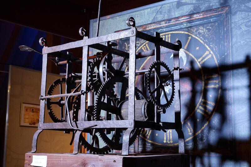 Zegar na sali wystawowej Muzeum Nauki Gdańskie, jednego z oddziałów Muzeum Gdańska