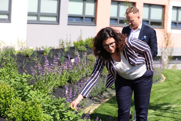 W ramach dzielnicowego spaceru prezydent Gdańska Aleksandra Dulkiewicz otworzyła nowy ogród edukacyjny przy Pozytywnej Szkole Pozytywnej