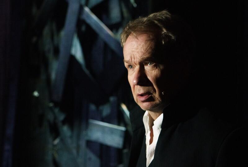 Mirosław Baka jako Faust w spektaklu Radosława Stępnia