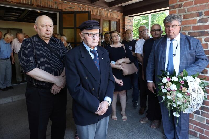 W środku kadru - kpt. Wacław Liskiewicz, mąż kpt. Krystyny Chojnowskiej-Liskiewicz