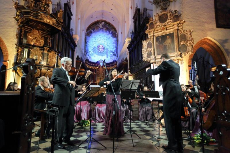 Cappella Gedanensis powraca z wakacyjnym cyklem koncertowym w kościele Zielonoświątkowym Zbór Radość Życia. Zespołu i znakomitych gości wysłuchamy na żywo