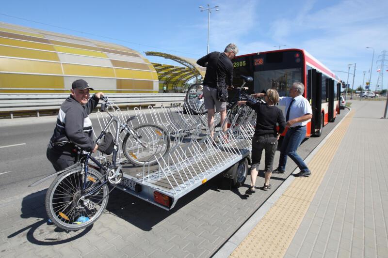 Wakacyjne zmiany w rozkładzie jazdy ucieszą m.in. rowerzystów, którzy będą mogli skorzystać z linii 612 ze Śródmieścia SKM do Sobieszewa