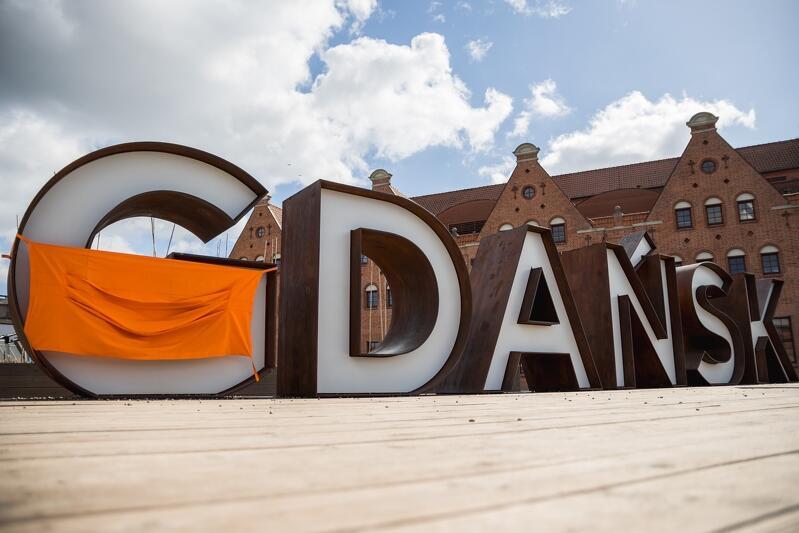 Tak ponad rok temu, w szczycie epidemii Covid-19 , w kwietniu 2020 roku władze Gdańska zachęcały do noszenia maseczek