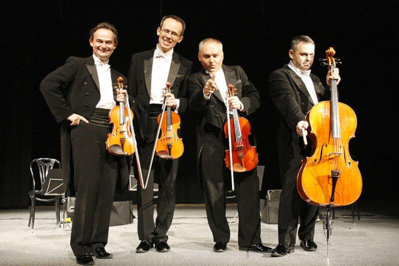 Podstawą repertuaru Grupy MoCarta są dowcipy muzyczne oraz sytuacyjne, zazwyczaj oparte na skojarzeniach muzycznych
