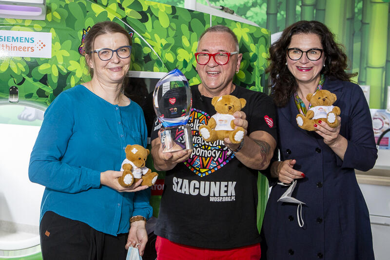 Od lewej: Patrycja Krzymińska - założycielka zbiórki puszki prezydenta Adamowicza, Jerzy Owsiak - prezes Fundacji WOŚP i Aleksandra Dulkiewicz - prezydent Gdańska