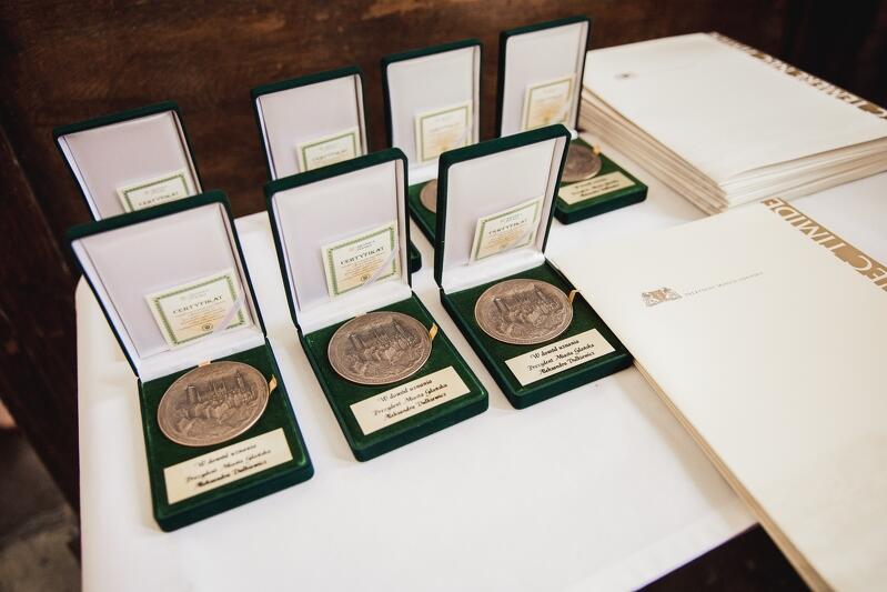 Medale i nagrody z rąk prezydent Gdańska Aleksandry Dulkiewicz otrzymały 22 osoby spośród pracowników szczególnie zasłużonych w ostatnich dekadach dla Biblioteki Gdańskiej PAN