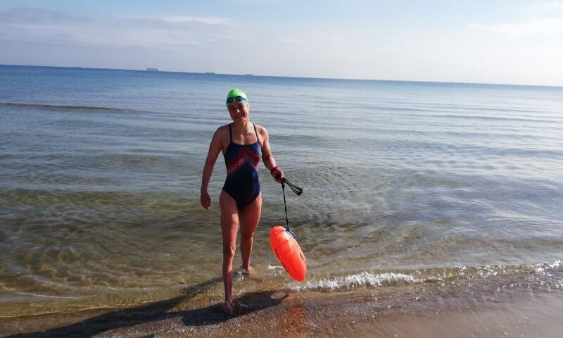 Alicja Giedryś jest pływaczką, filozofką i inżynierem ochrony środowiska. Kiedy nudzi się na długich wodnych dystansach - śpiewa