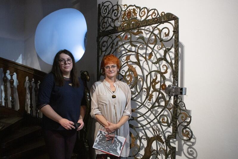 Od lewej: Anna Kriegseisen zajmująca się nadzorem konserwatorskim w Muzeum Gdańska i Katarzyna Darecka z Pracowni Konserwacji Muzeum Gdańska. Zdjęcie wykonane w Ratuszu Głównego Miasta