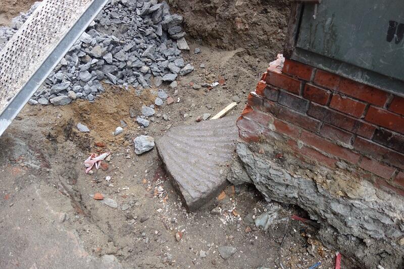 Jedna z dwóch części kamiennego żarna, które archeolodzy odkryli podczas badań w trakcie remontu Wielkiego Młyna. Obie części będą eksponowane we wnętrzu budynku