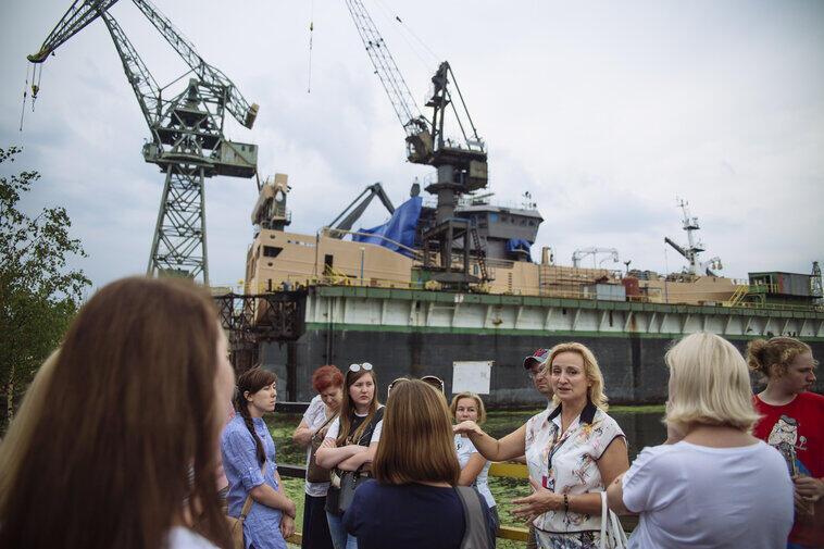 Metropolitanka prowadzi spacery po Stoczni Gdańskiej. Zwiedzać można na trzech trasach: Pracownic, Strajkowej i trasie Matki Chrzestne Statków