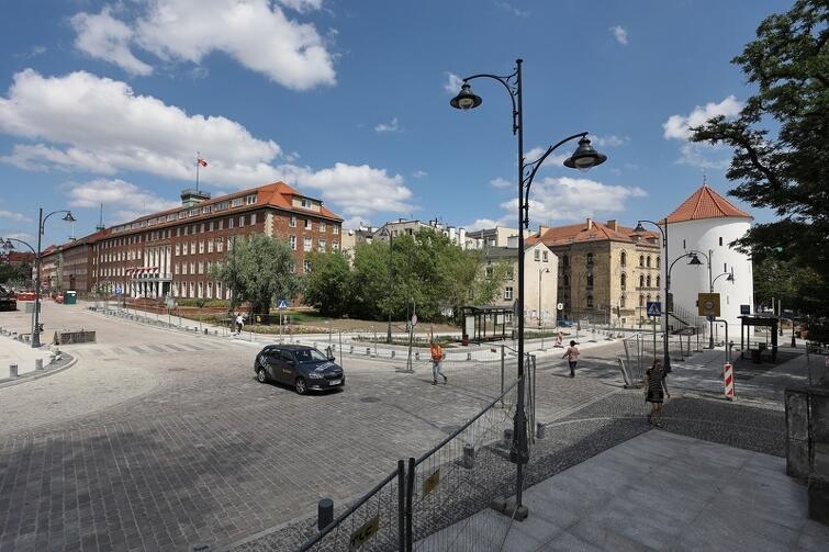 W ramach inwestycji przebudowano układ drogowy m.in. wokół Baszty Białej