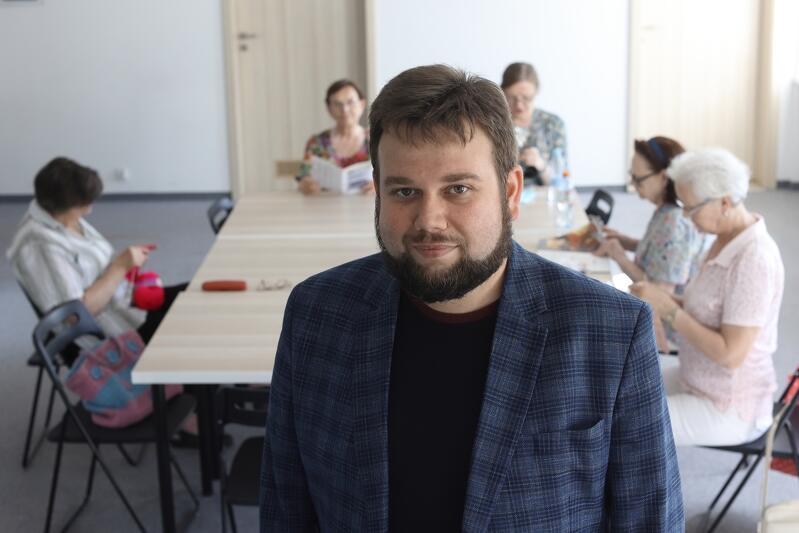 Marcin Bildziuk, inicjator powstania i prezes zarządu Stowarzyszenia Nowy Port Sztuki: - W Domu Sąsiedzkim, w czwartki, spotykają się panie zainteresowane rękodziełem artystycznym