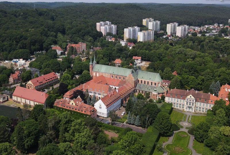 Zabytkowa katedra i park z Pałacem Opatów - najbardziej rozpoznawalne miejsca w Oliwie