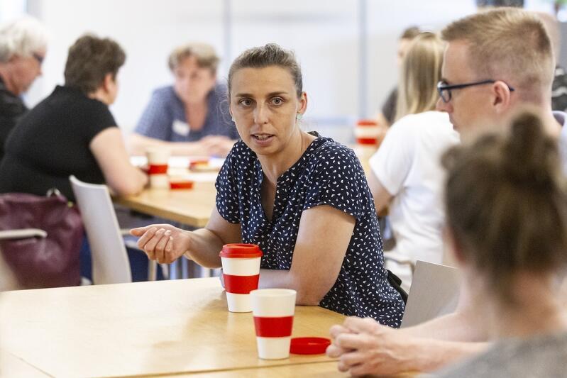 Monika Chabior - zastępczyni prezydent Gdańska ds. rozwoju społecznego i równego traktowania powitała uczestników i przysłuchiwała się dyskusjom