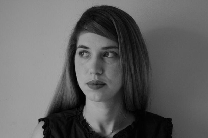 Danae Sioziou (ur. w 1987 r.) to poetka i tłumaczka. Wychowywała się w Niemczech i Grecji