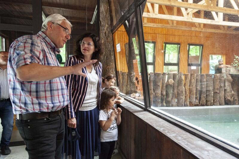 Nz. Dyrektor Gdańskiego Ogrodu Zoologicznego Michał Targowski i Aleksandra Dulkiewicz, prezydent Gdańska podczas otwarcia nowego pawilonu