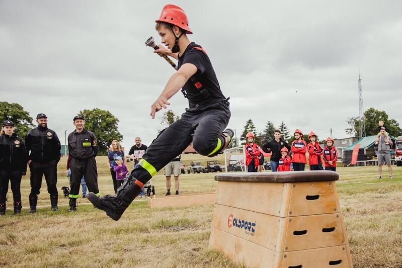 Podczas festynu odbywały się zawody strażacko-sportowe