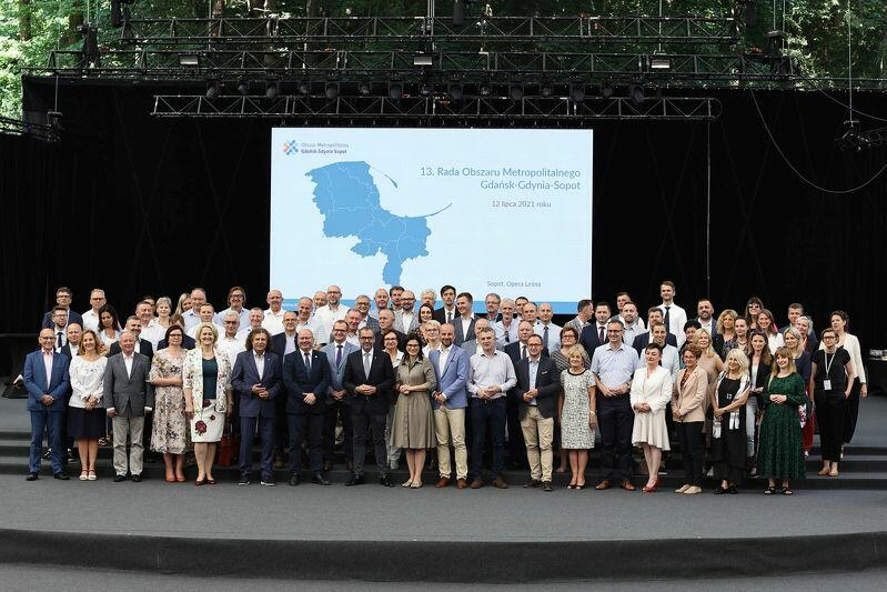 Wspólne zdjęcie samorządowców uczestniczących w obradach Rady OMGGS w Sopocie