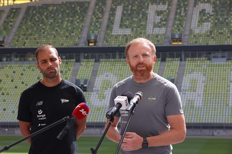 Flávio Paixão, kapitan drużyny i Piotr Stokowiec trener Lechii Gdańsk