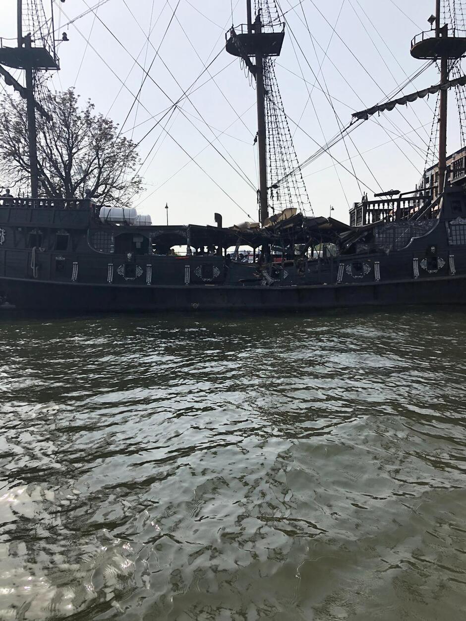 W wyniku kolizji zniszczona została duża część lewej burty statku pasażerskiego