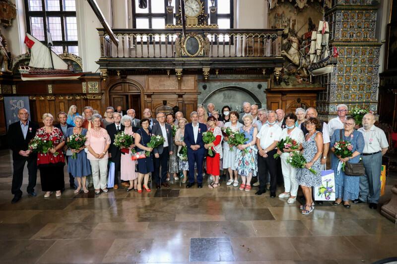 Po raz drugi w lipcu tego roku 18 gdańskich par małżeńskich uczestniczyło w jubileuszu z okazji 50-lecia pożycia małżeńskiego. Uroczystość organizuje cyklicznie Urząd Stanu Cywilnego w Gdańsku - przed pandemią odbywała się raz w miesiącu, uczestniczyło w niej więcej osób
