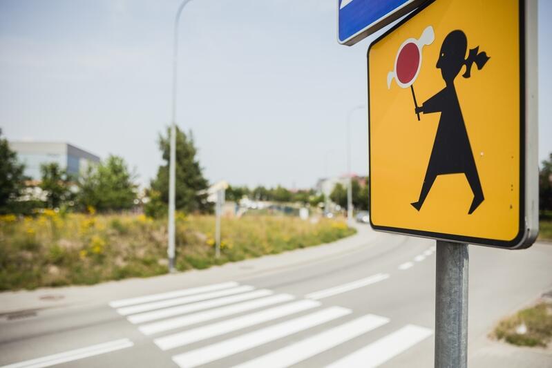 Tradycyjną ostrzegawczą Agatkę , znak stawiany przy przejściach dla pieszych w pobliżu szkół i przedszkoli kierowcy znają doskonale i - miejmy nadzieję, przywiązują do niego uwagę