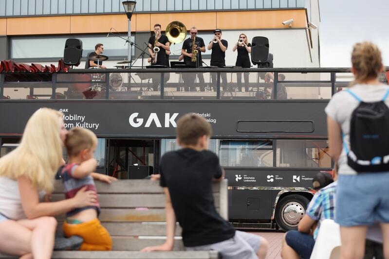 Mobilnemu Domowi Kultury towarzyszy muzyka na żywo