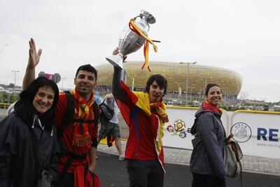 14 czerwca 2012 roku, kibice Hiszpanii ...