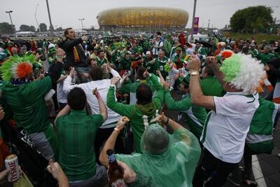 ... oraz Irlandii zmierzają na stadion