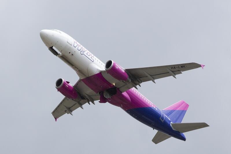 Pasażerowie powoli wracają do podróżowania samolotami