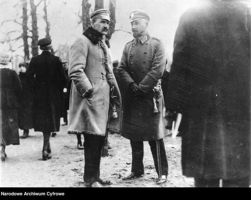 Trzy miesiące przed osadzeniem w gdańskim więzieniu. 10 kwietnia 1917 roku, Józef Piłsudski w rozmowie z Edwardem Rydzem-Śmigłym