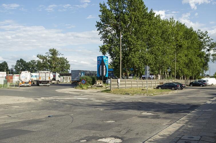 Przy ul. Rzęsnej mieszkańcy odczuwają duży ruch samochodów ciężarowych