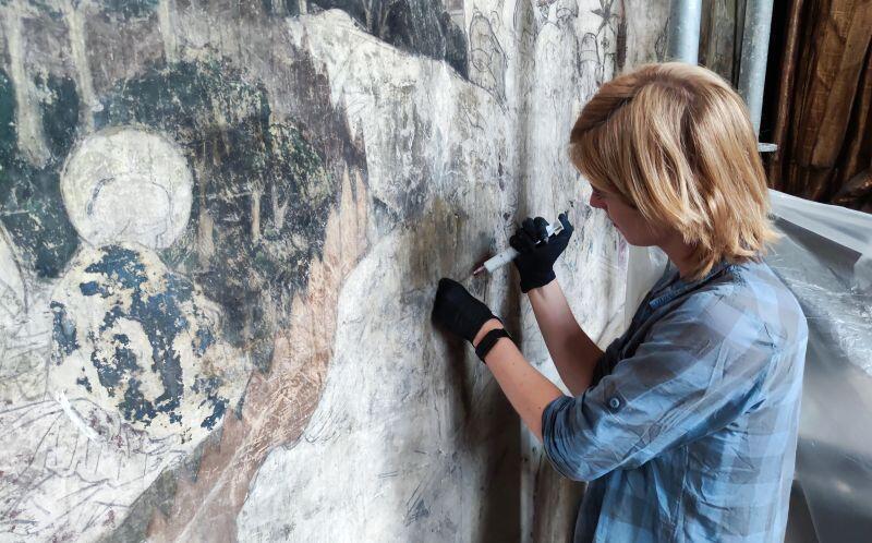 Prace konserwatorskie przy malowidle ściennym w kościele św. Mikołaja w Gdańsku
