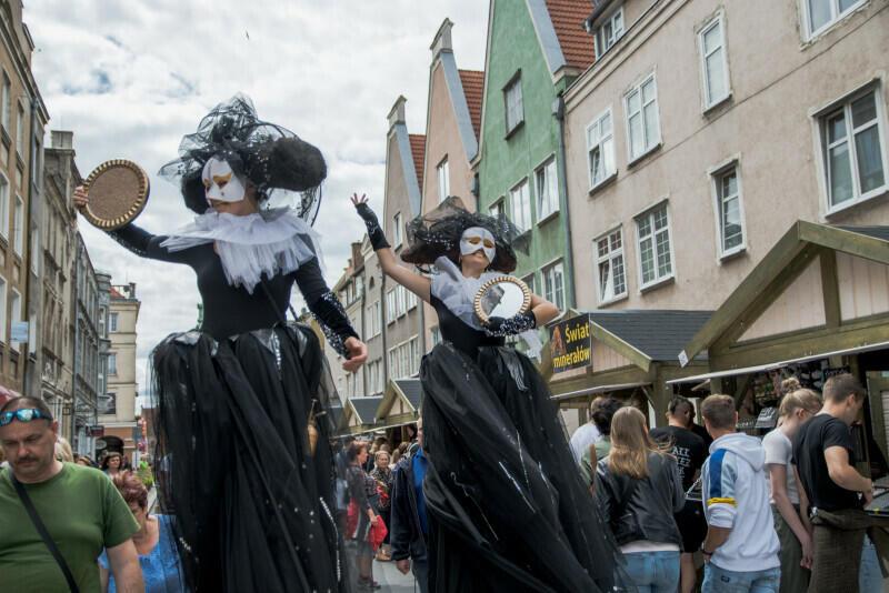 Barwne parady to jeden ze znaków rozpoznawczych wydarzenia - w sobotę, 24 lipca, będzie można dołączyć do kroczących gdańskimi uliczkami postaci i uczestniczyć w atrakcjach w kilku lokalizacjach