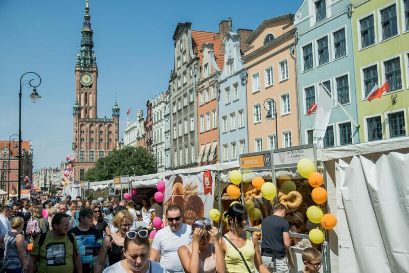 Jarmark św. Dominika w Gdańsku odbywa się od 1260 roku. Wydarzenie na przestrzeni lat ewoluowało i zmieniało swoją formułę - dziś jest nie tylko świętem handlu, ale także sztuki i rozrywki