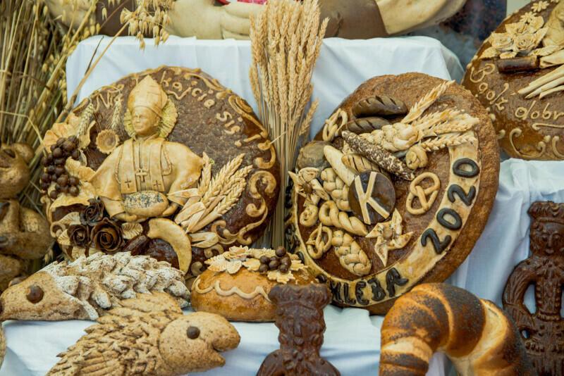Święto Chleba to jeden ze stałych elementów na Jarmarku św. Dominika. Od lat cieszy się ogromną popularnością, zarówno wśród wystawców, jak i miłośników wyrobów piekarniczych