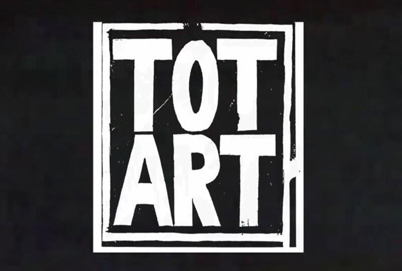 Totart współpracował z ruchami ekologicznymi, z organizacją Wolność i Pokój. W październiku 1986 roku grupa zorganizowała występ w szpitalu psychiatrycznym na Srebrzysku, gdzie zamykano gdańskich działaczy środowisk alternatywnych symulujących, w celu uniknięcia służby wojskowej, choroby psychiczne