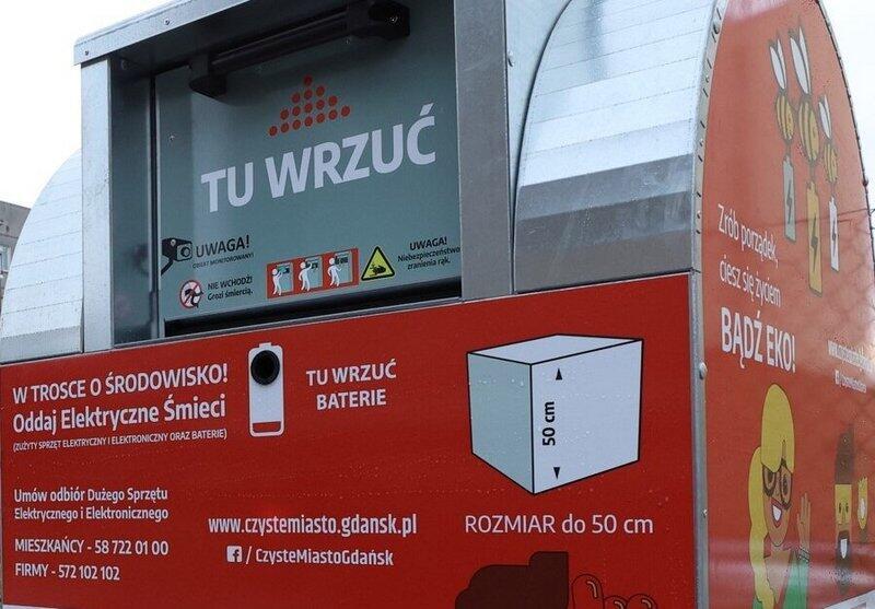 """W różnych miejscach miasta rozmieszczono 65 """"czerwonych pojemników"""" przeznaczonych wyłącznie na małe elektroodpady"""
